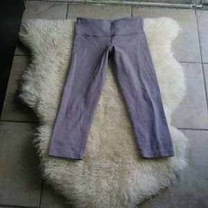 Lululemon. Women's cropped leggins size 6